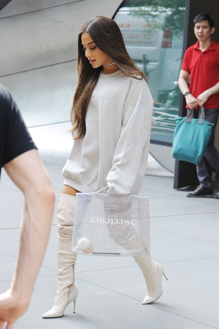 Ariana Grande Look1