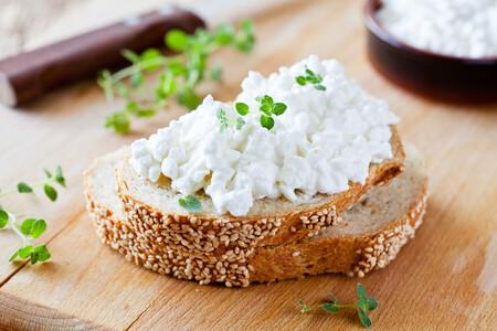 Qué es el queso cottage y cómo usarlo en la cocina: el sustituto más versátil del yogur y más rico en proteínas