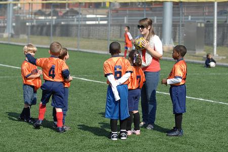 Todos debemos implicarnos para potenciar los valores positivos del deporte en edad escolar