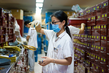 China apuesta a fondo por la medicina tradicional china y hace saltar todas las alarmas sanitarias