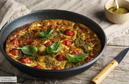 Frittata mediterránea con ricotta y pesto: receta vegetariana llena de sabor