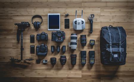 El Knolling, qué es y cómo iniciarse en la fotografía de objetos meticulosamente ordenados