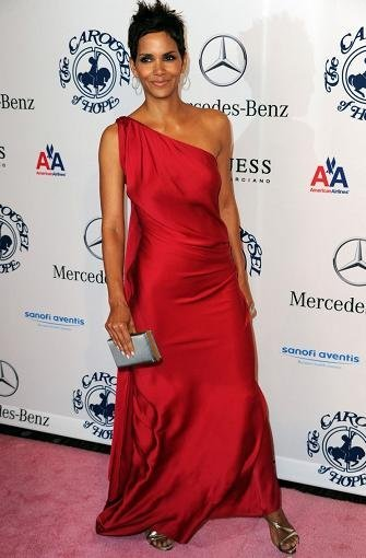 halle berry vestido rojo largo