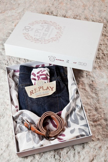 replay-30-years-jeans-packaging_woman.jpg