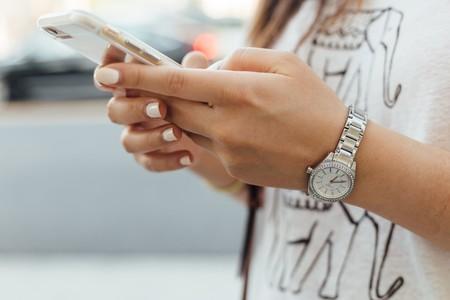 Así puedes deshabilitar las notificaciones del móvil para evitar interrupciones y pasar menos tiempo mirando la pantalla