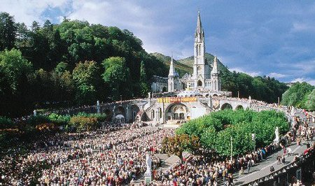 Es tan probable que fallezcas viajando a Lourdes como que te curen en Lourdes