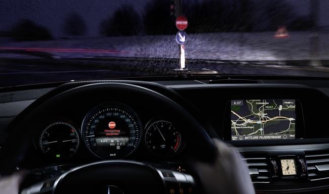 Mercedes-Benz sistema reconocimiento señales de entrada prohibida