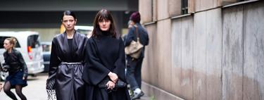 17 ideas de street style que nos muestran cómo combinar un abrigo negro rompiendo con lo de siempre