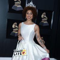 Una cantante pro-Trump convierte un vestido de Pronovias en un alegato antiabortista en la alfombra roja de los Grammy