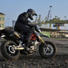 Foto 3 de 30 de la galería aprilia-dorsoduro-factory-2010 en Motorpasion Moto