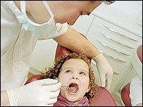 La amoxicilina dañaría el esmalte dental de los niños