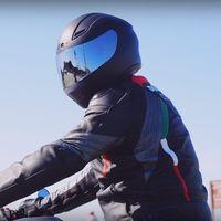 Limpiar el casco de la moto correctamente evitará que las bacterias monten una fiesta en su interior