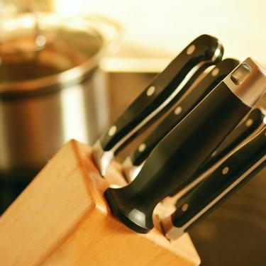 Te decimos cómo afilar tus cuchillos en casa correctamente y sin que te lastimes