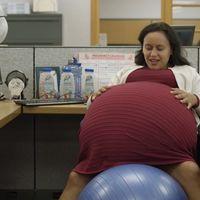 """¿Por qué esta mujer """"decidió"""" permanecer embarazada durante 260 semanas? Un anuncio denuncia sobre la baja maternal en Estados Unidos"""