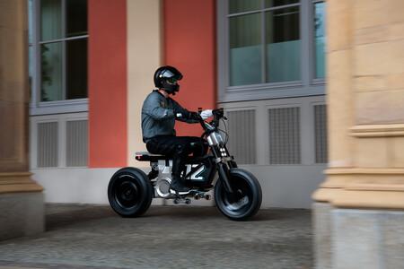 Así luce la BMW Concept CE 02, un prototipo de moto eléctrica con 90 km de autonomía, 15 CV e inspiración juvenil