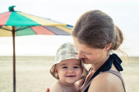 A la playa con el bebé: nueve consejos que te simplificarán la vida