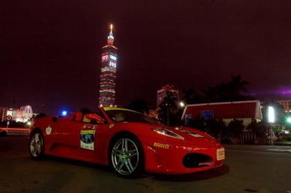 Ferrari en la Torre Taipei 101