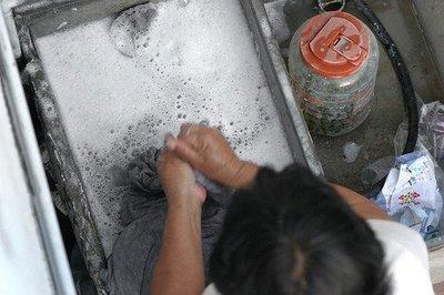 Ecologistas no tan ecológicos: consumo con responsabilidad, conduzco un Prius, lavo los platos a mano y compro productos locales (IV)