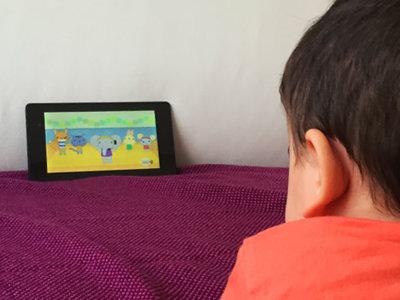 Los móviles cada vez desde edades más tempranas y sin vigilancia paterna: ¿debe empezar así el primer contacto?