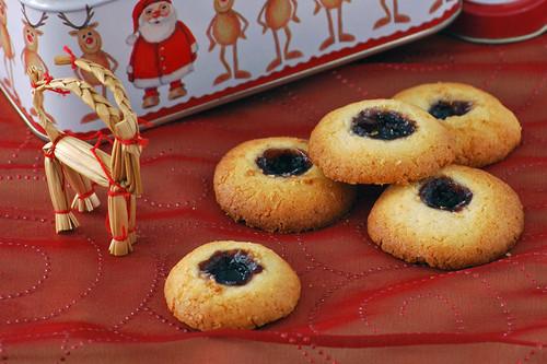 Galletas de coco y mermelada de arándanos. Receta de Navidad