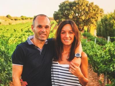 Iniesta y Anna Ortiz ya tienen a su tercer retoño en brazos