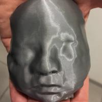 Unos padres invidentes conocen el rostro de su hija gracias a la impresión 3D de una ecografía
