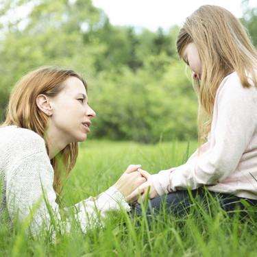 17 frases positivas para decir a tus hijos que fortalecerán su autoestima