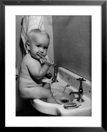 Bebe lavar dientes