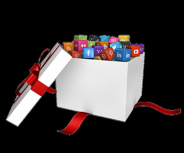 Caja blanca de regalo, llena de logos de redes sociales.
