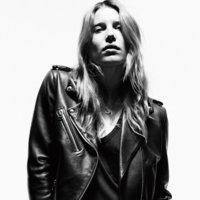 Mucha piel y poco rock 'n' roll en las Leather Icons de Loewe