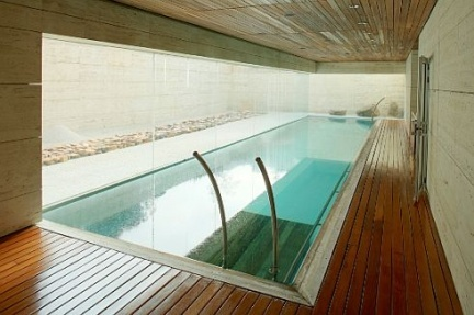 Casas que inspiran libros en pozuelo for Casas con piscina interior fotos