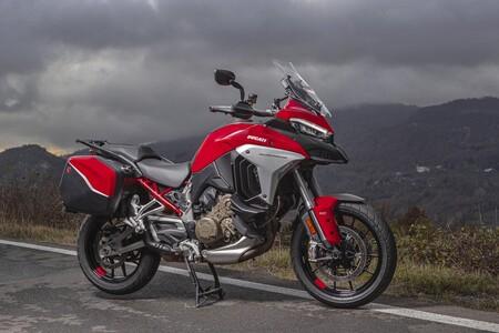 ¡Pillada! En Borgo Panigale ya están probando un Ducati Multistrada V4 con llanta de 17 pulgadas y basculante monobrazo