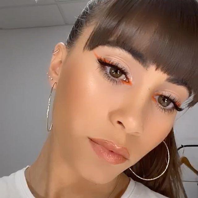 Aitana se enfoca a la la tendencia de maquillaje mas impresionante del instante con un delineado de ojos naranja