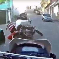 Este espectacular vídeo te muestra lo difícil que es escapar en moto de la policía brasileña