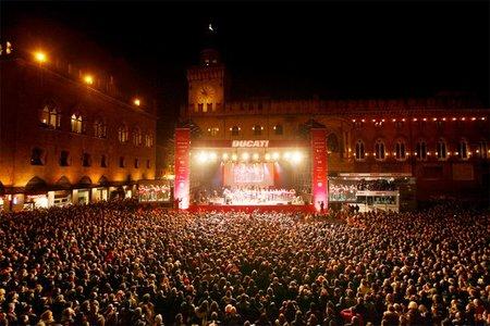 Ducati MotoGP Night y Bolonia entera vestida de rojo