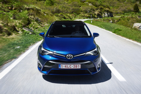 Toyota Avensis LED faros