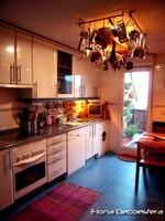 Una alfombra en la cocina, una idea práctica y segura