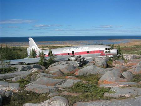 abandoned-arctic-plane-wrecks-1.jpg
