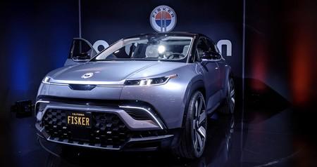 Fisker finalmente muestra su primer coche eléctrico: un SUV con techo solar de 37.499 dólares con el que buscará competir contra Tesla