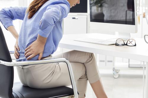 Vuelta al trabajo: qué hacer para evitar los dolores de espalda y cuello. Las mejores posturas y consejos