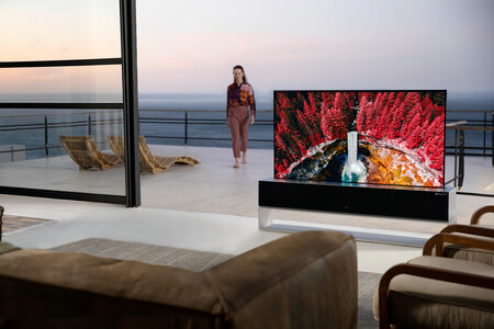 Las teles enrollables ya son una realidad: LG pone a la venta su primer modelo OLED de 65 pulgadas en Corea