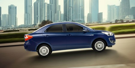 Ford Figo 2019 Auto Compacto Exterior Lateral Azul C33d