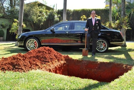 Entierra su Bentley Flying Spur para usarlo en la otra vida (actualizado)