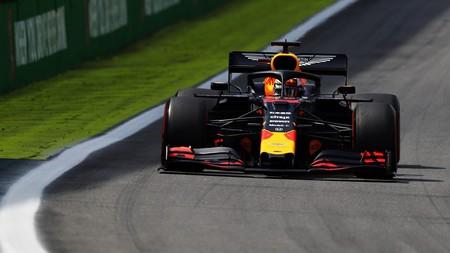 Max Verstappen gana un apasionante Gran Premio de Brasil en el que Carlos Sainz ha rozado el podio