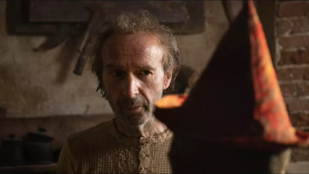 Roberto Benigni is transformed into Gepetto in the first official image of the 'Pinocchio' of Matteo Garrone