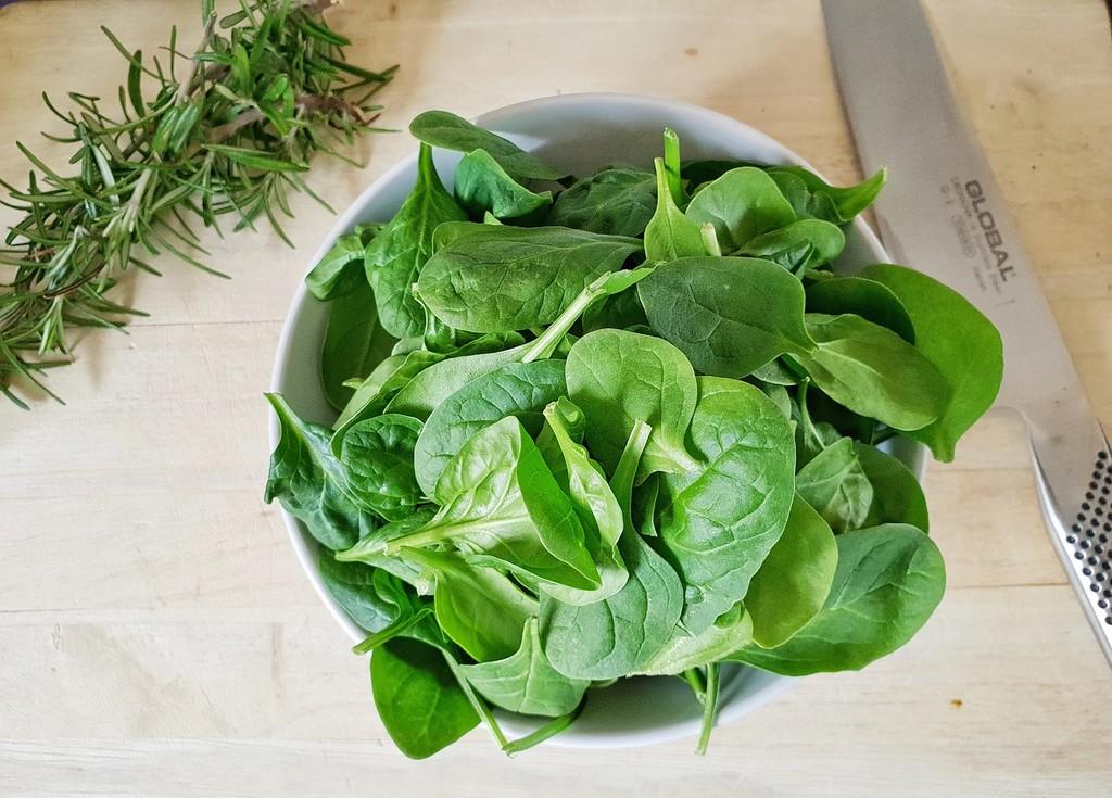 Ya hay buenas espinacas frescas en el mercado y os proponemos siete recetas para disfrutarlas a tope