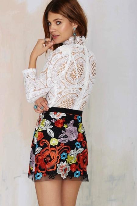 Revive los años setenta con una bonita minifalda