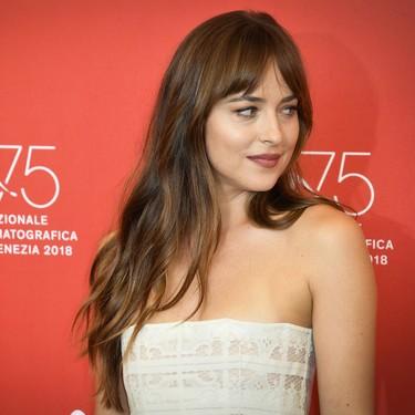 Dakota Johnson nos da una lección de estilo en el Festival de Venecia 2018