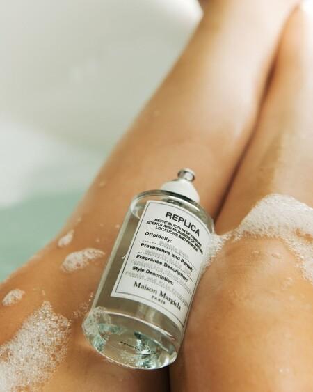 El nuevo perfume de la línea Replica de Maison Margiela huele a baño de burbujas y es puro relax en una botella