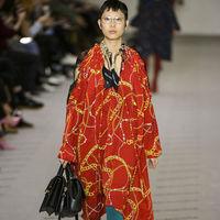 Clonados y pillados: el curioso vestido Sfera con el mismo estampado que Balenciaga